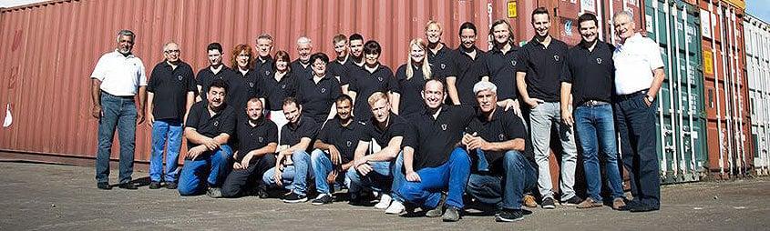 TCT Tesic GmbH Team Bild vor den See Containern